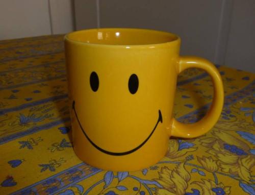 """Tee: """"A hug in a mug"""""""
